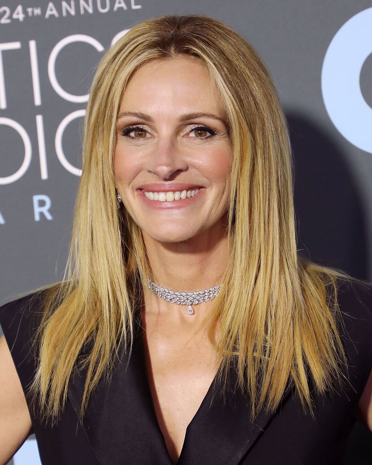 Julia Roberts attends The 24th Annual Critics' Choice Awards at Barker Hangar on January 13, 2019 in Santa Monica, California | Photo: Getty Images
