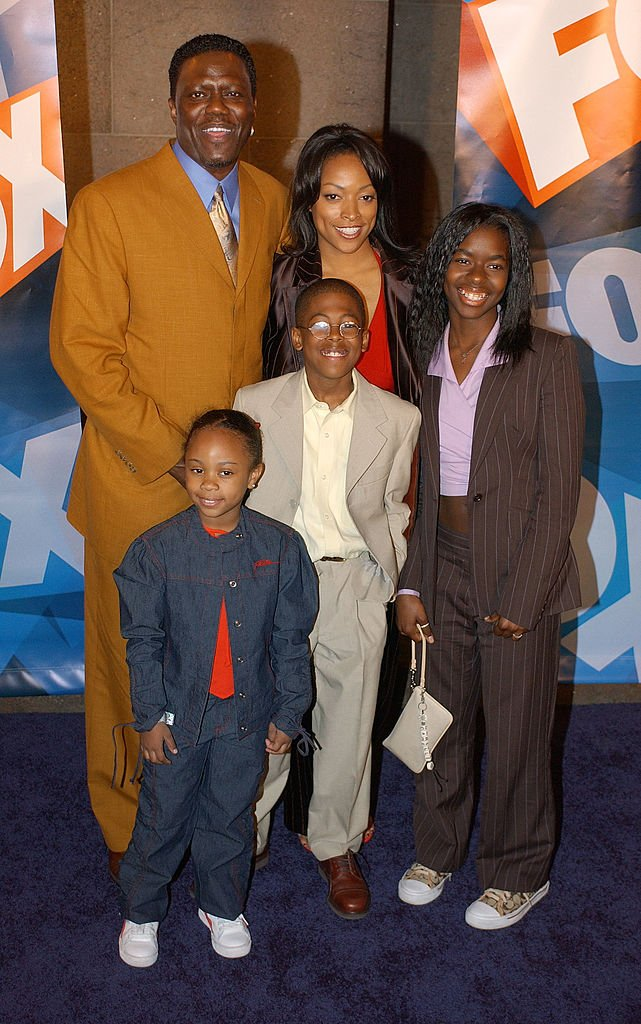 """""""The Bernie Mac Show"""" cast members arrive for the """"Fox Upfront Previews"""" on May 15, 2003 at Grand Central in New York City 