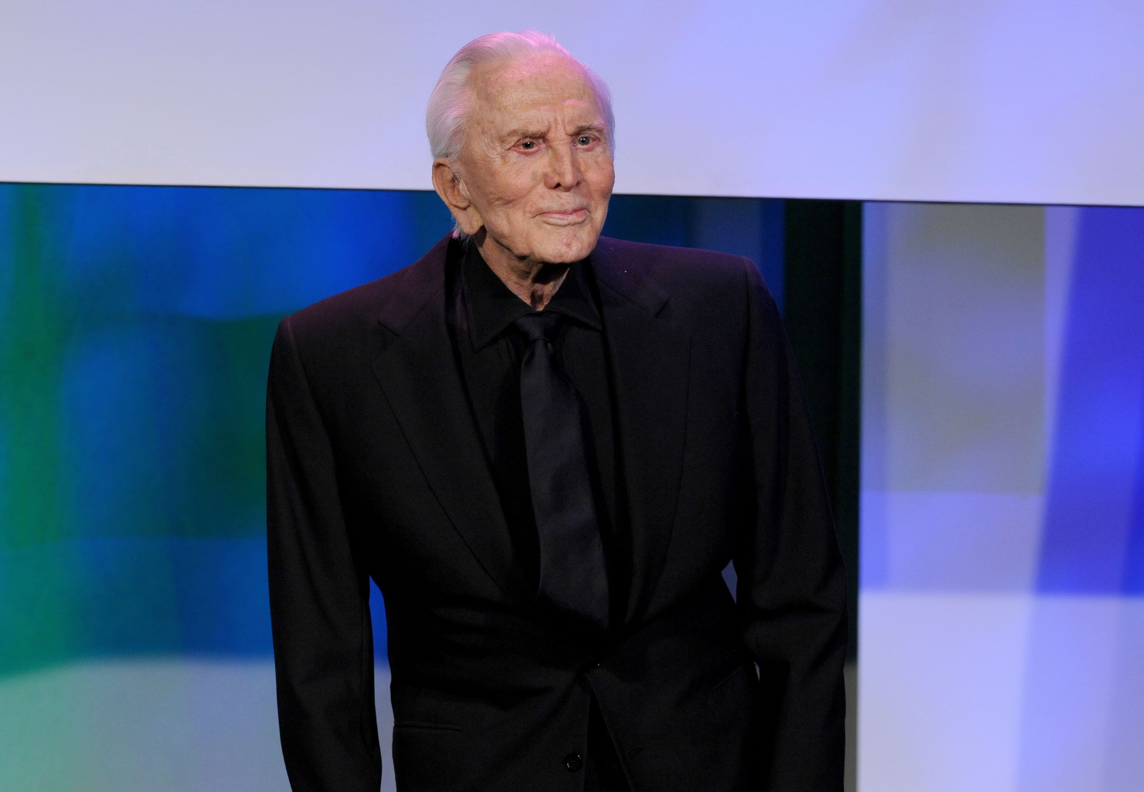 The late Kirk Douglas at the ADL Los Angeles Dinner Honoring Steven Spielberg at The Beverly Hilton Hotel on December 9, 2009 | Photo: Getty Images