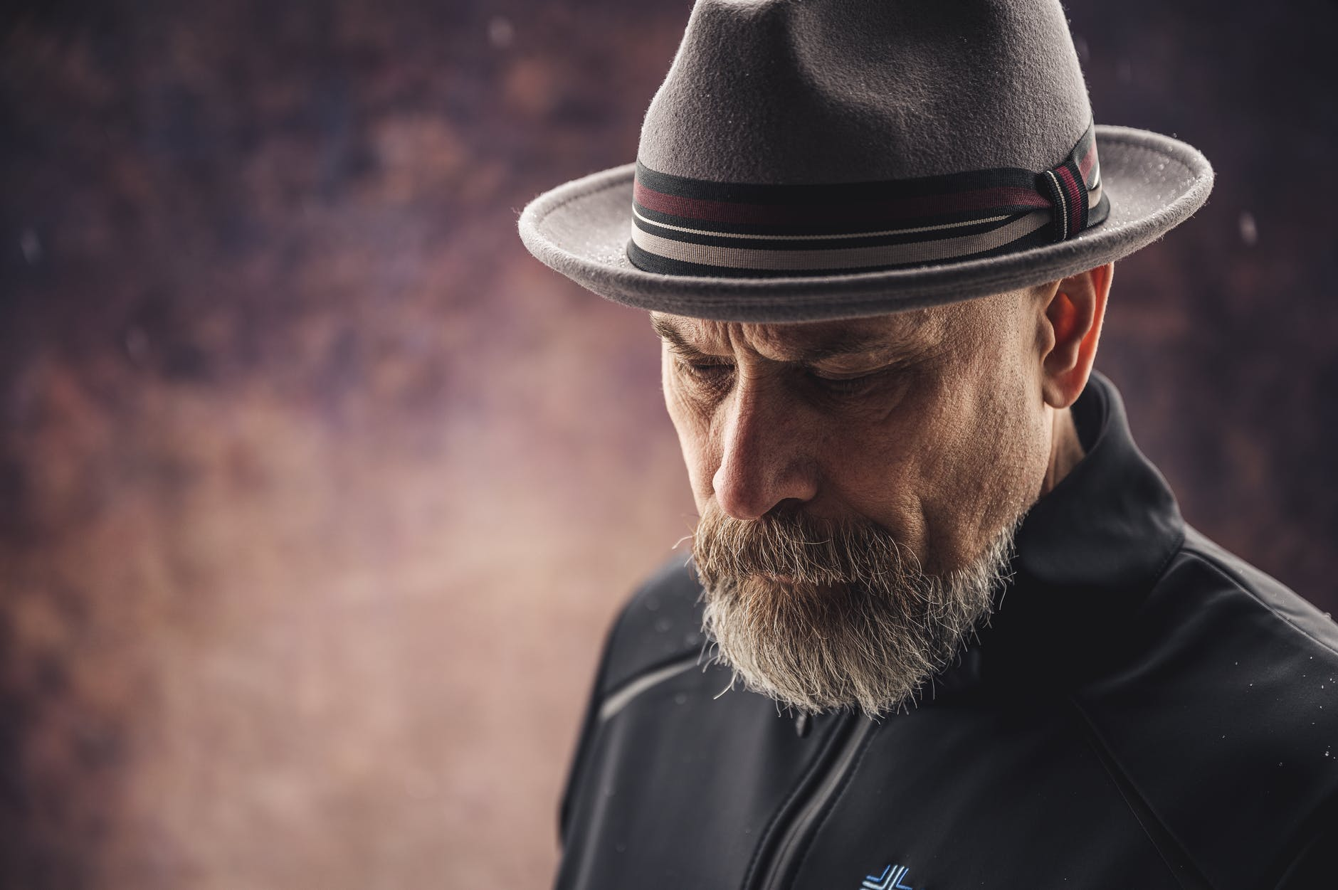A bearded man with a hat | Source: Pexels