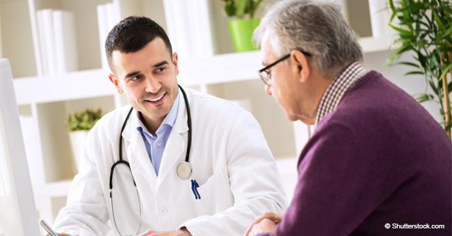 Un homme de 80 ans passait son bilan de santé annuel quand le médecin lui a posé une question