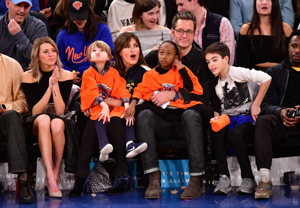 Mariska Hartigay, Peter Hermann, and their three children. I Image: Getty Images.