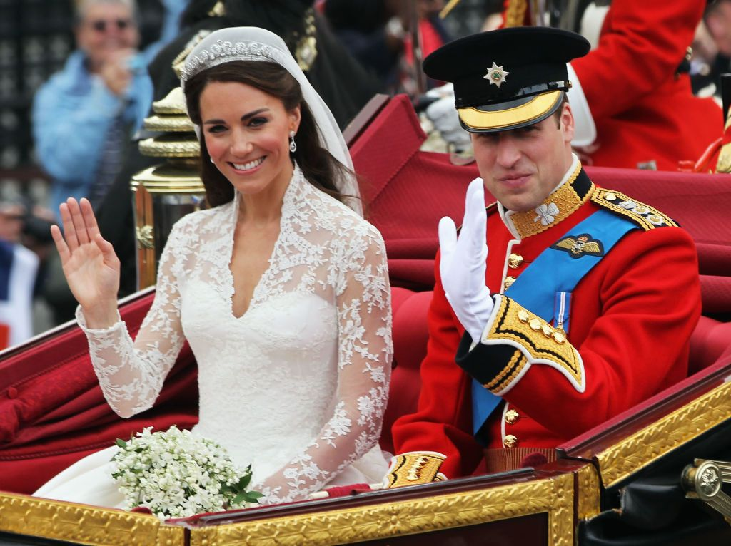 Prince William, Duke of Cambridge and Kate Middleton, Duchess of Cambridge during a carriage procession to Buckingham Palace following their wedding at Westminster Abbey in London, England | Photo: Sean Gallup/Getty Images