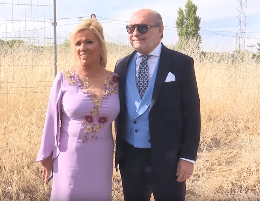 Carmen Borrego y su esposo, José Carlos Bernal, en la boda de Belén Esteban. | Imagen: YouTube/Revista Diez Minutos
