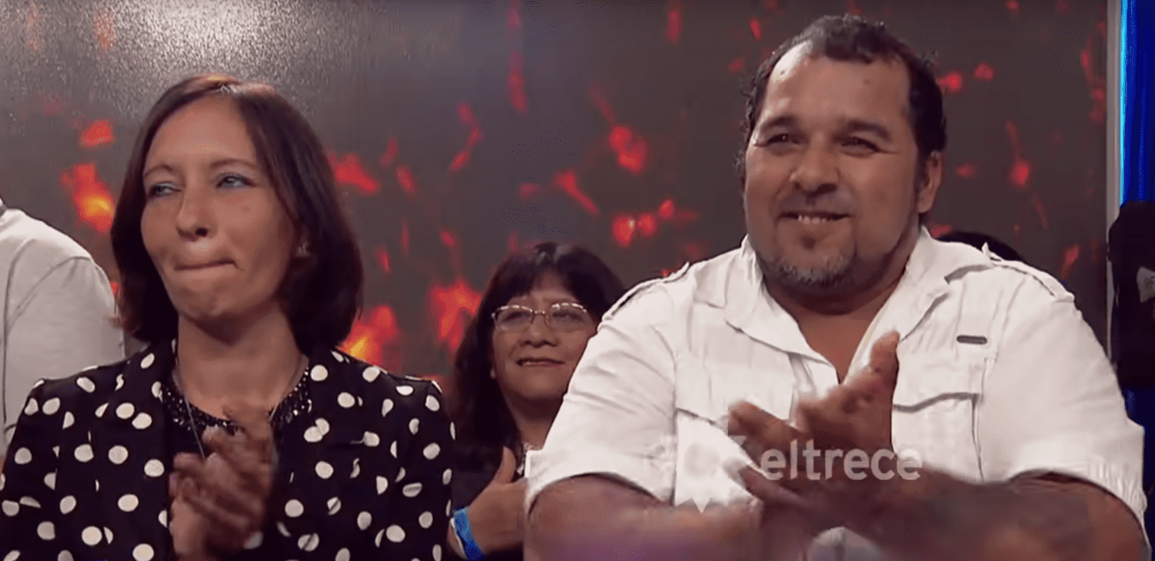 Eltern von Carlos Milanesi während seines Auftritts | Quelle: YouTube/El Trece
