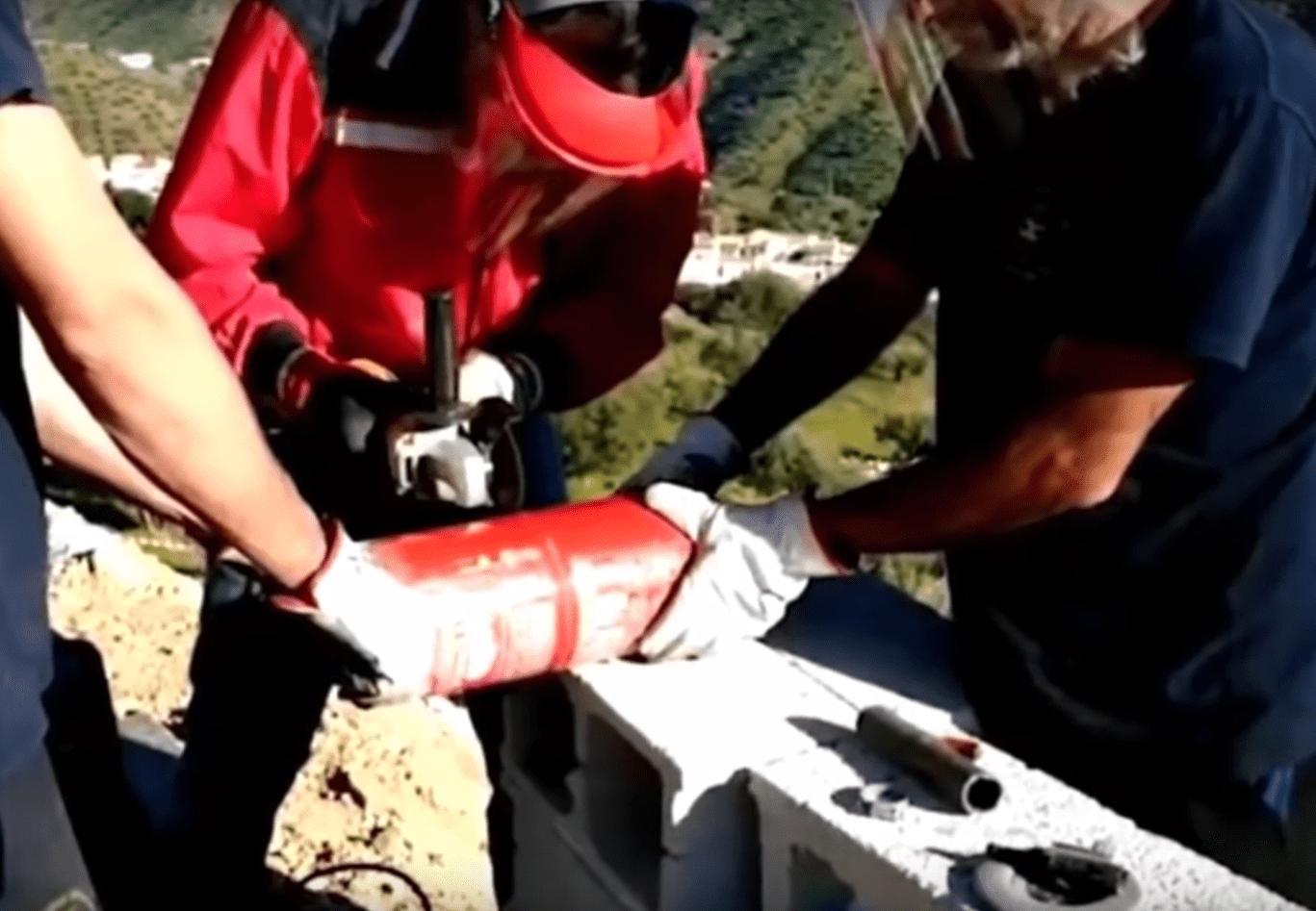 Rescatistas realizando trabajos para sacar a Julen del pozo en Totalán, España. | Imagen: YouTube/Videos Virales