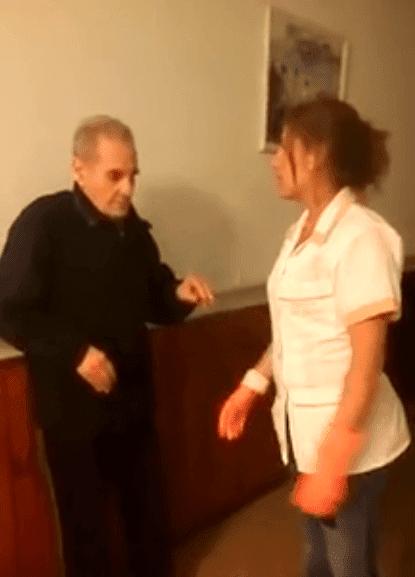 Empleada maltrata a un anciano. | Imagen tomada de: Facebook/ Daniel Moragues