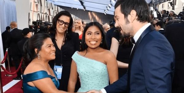Yalitza, Margarita y Diego, en los Oscar 2019 | Imagen: YouTube /  Geneviève Simard