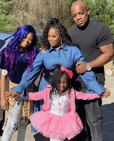 Tamika Scott spends some time with daughters Taniyah and Armani, and husband Dernell Wilson. | Photo: Instagram/therealtamikascott