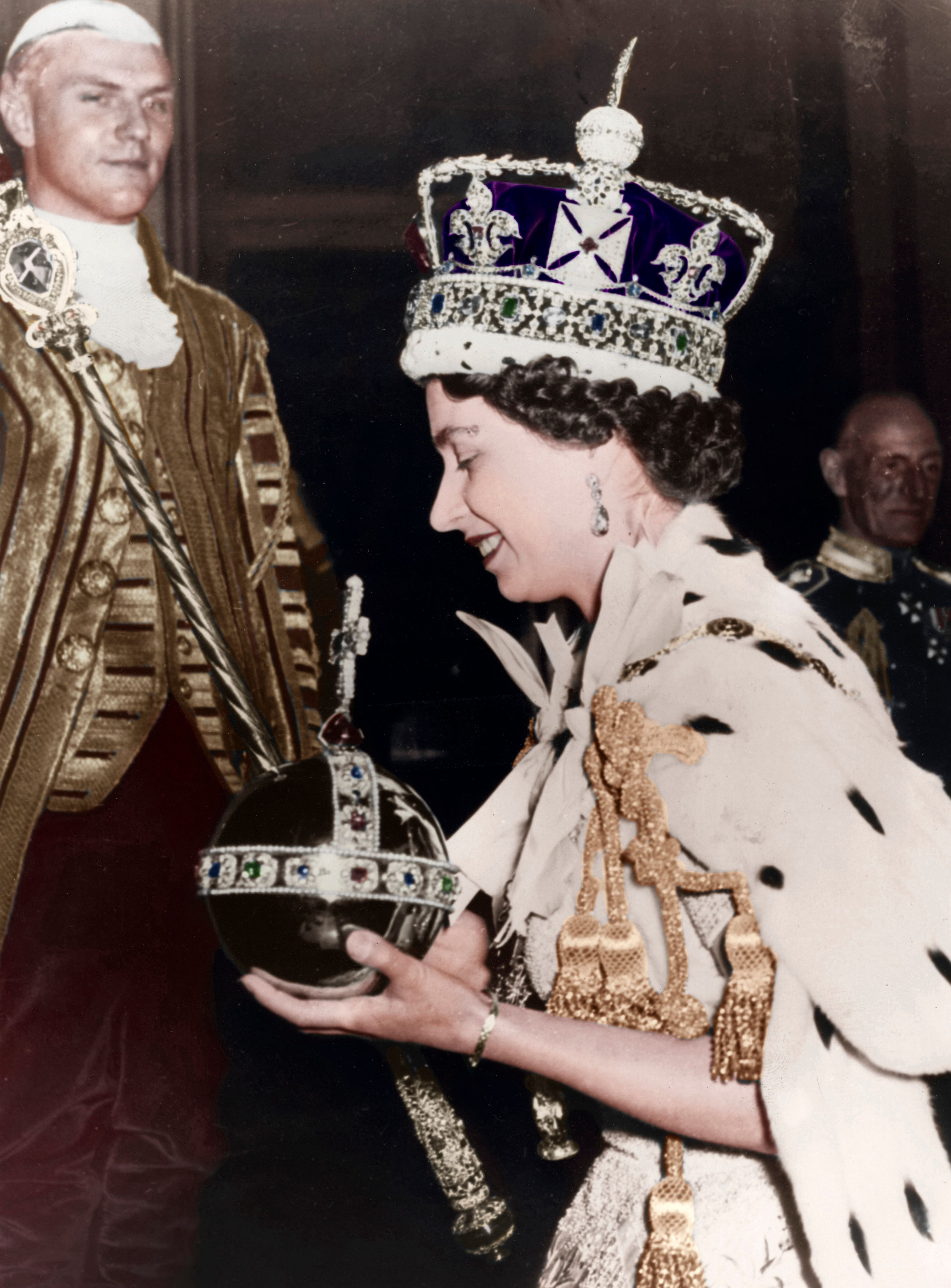 Queen Elizabeth II on her way back to Buckingham Palace after her Coronation at Westminster Abbey, London, June 1953 | Photo: Getty Images