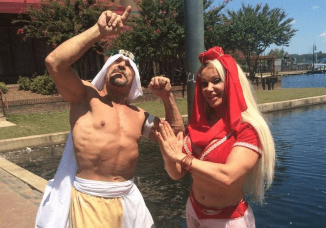 Pictured - A photo of a Melissa Coates and Mike Foley posing outdoors on a sunny day   Source: Twitter/@divadirt