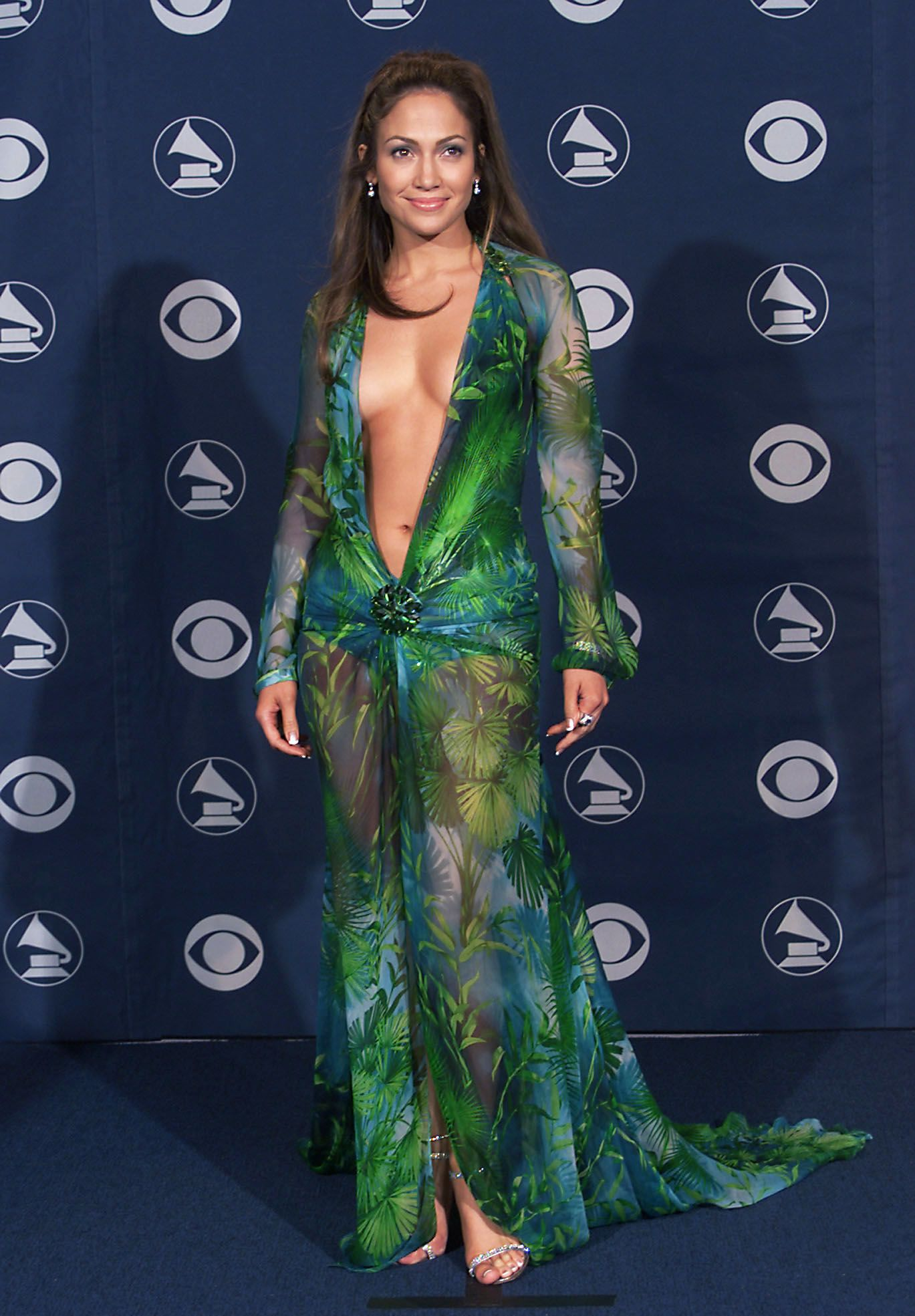 Jennifer Lopez in Versace at the 42nd Grammy Awards held in Los Angeles, California on February 23, 2000 | Photo: Scott Gries/ImageDirect/Getty Images