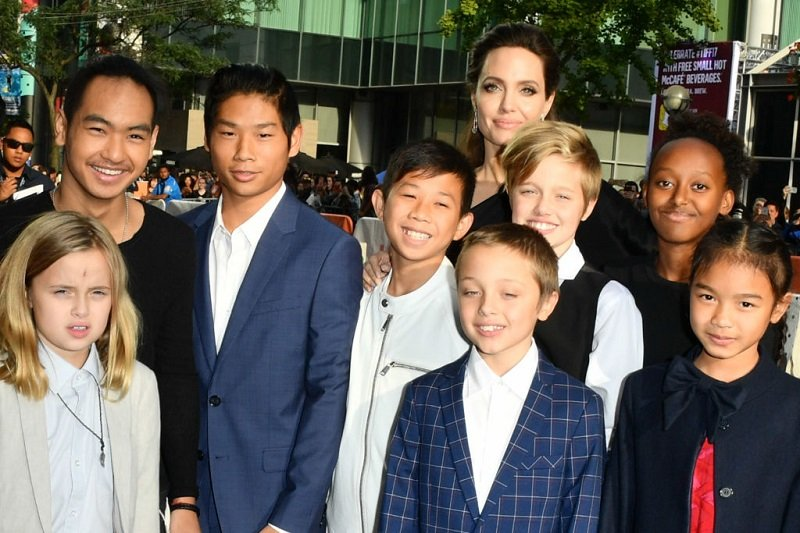 Angelina Jolie, her six children, Kimhak Mun, and Sareum Srey Moch at Princess of Wales Theatre on September 11, 2017 in Toronto, Canada | Photo: Getty Images