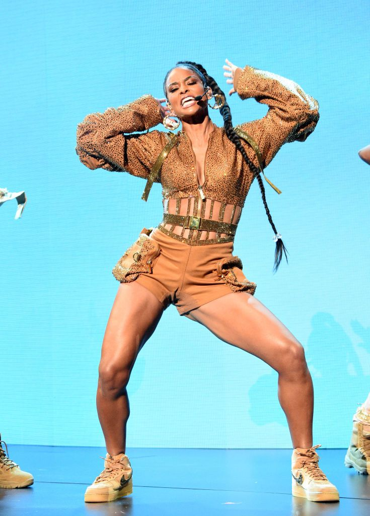 Singer Ciara dancing on the stage during the American Music Awards on November 24, 2019 in L.A. | Photo: Getty Images