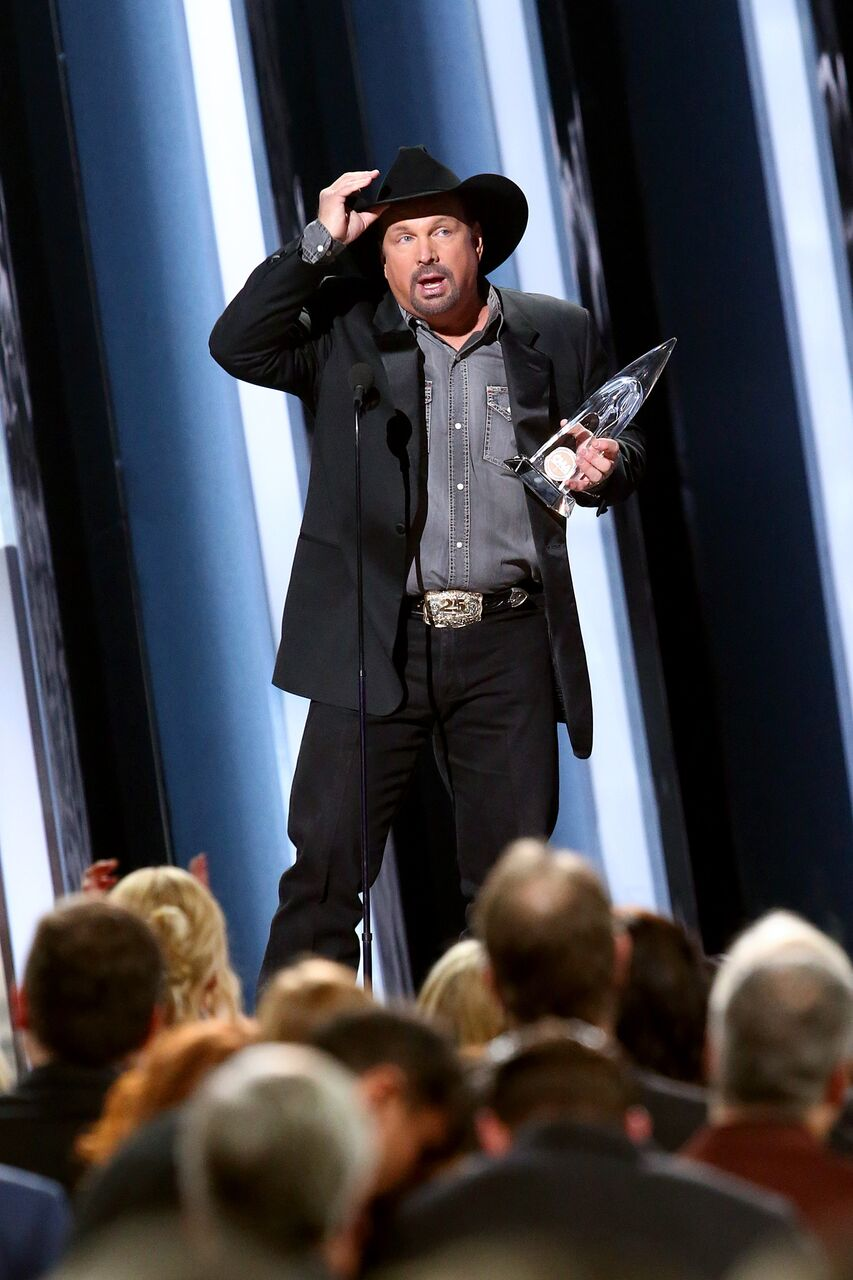 Garth Brooks accepts an award onstage during the 53rd annual CMA Awards. | Source: Getty Images
