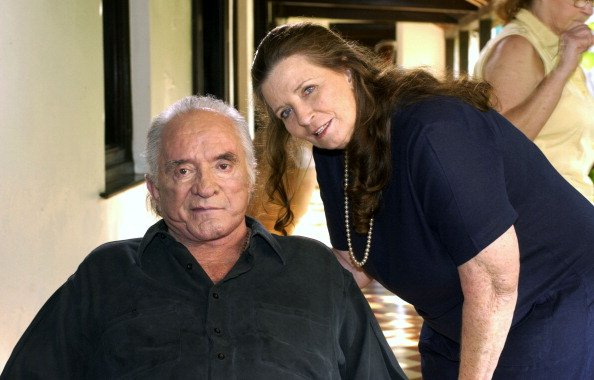 Johnny Cash and June Carter Cash at their home in Jamaica in 2002. | Photo: Getty Images
