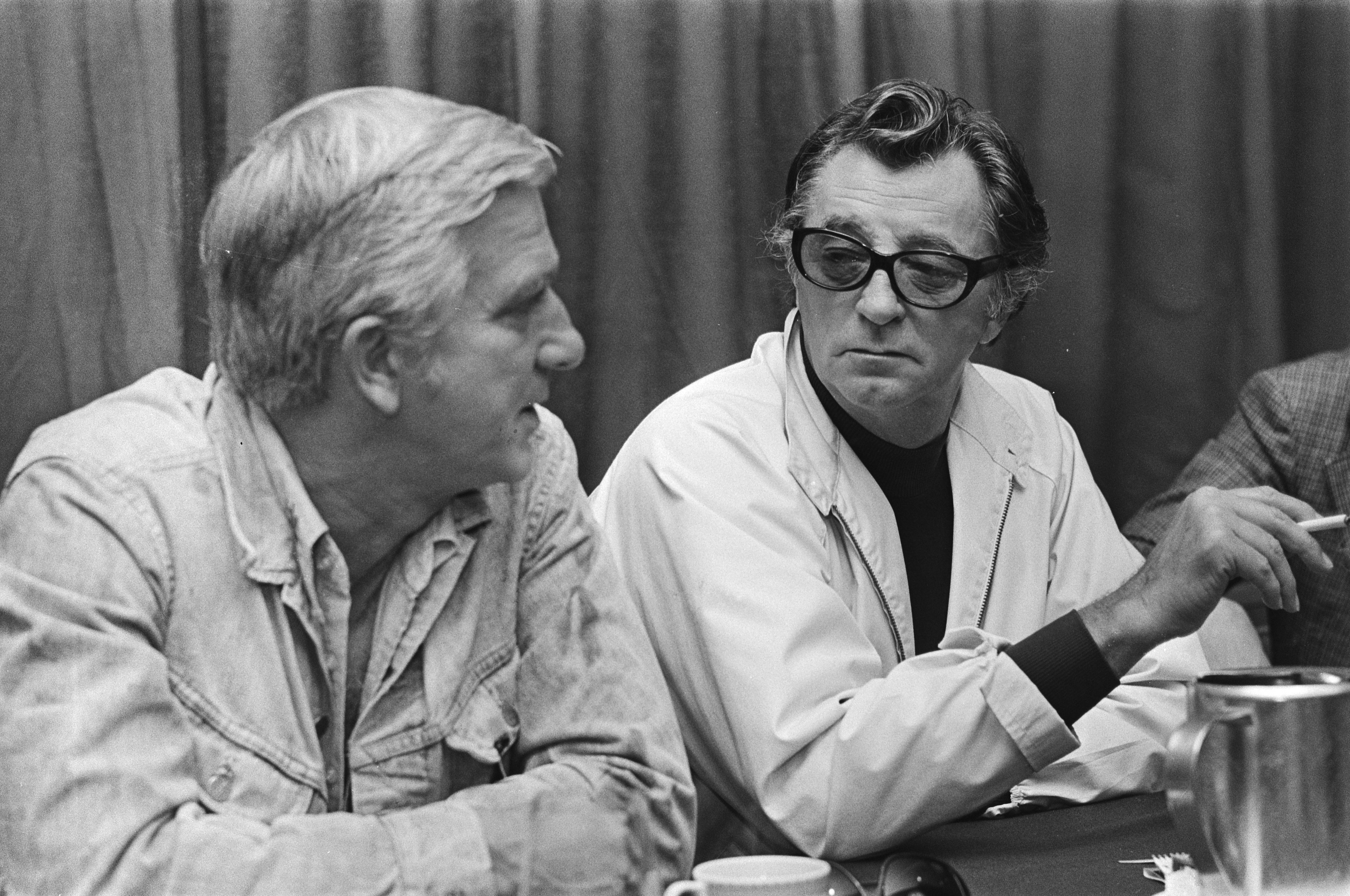 """Robert Mitchum (right) and Leslie Nielsen give press conference in Amsterdam Hilton regarding movie """"The Amsterdam Kill"""" on  October 1, 1976. 