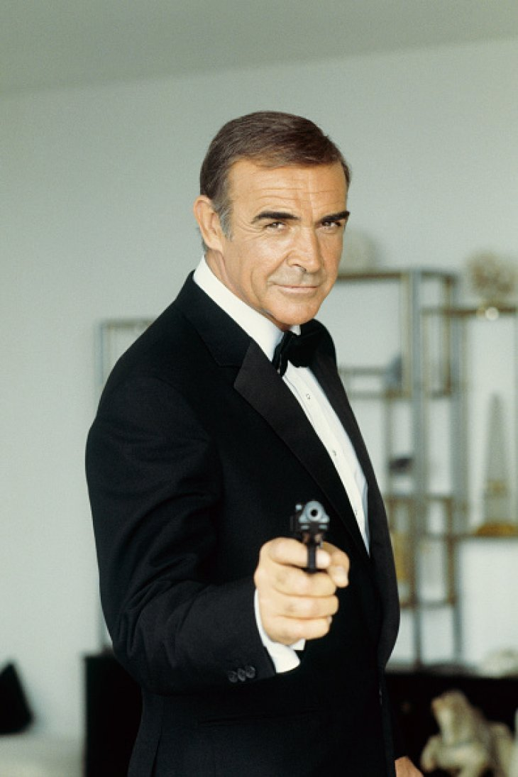 Sean Connery in his James Bond character dressed in an iconic suit and tie. | Photo: Getty Images