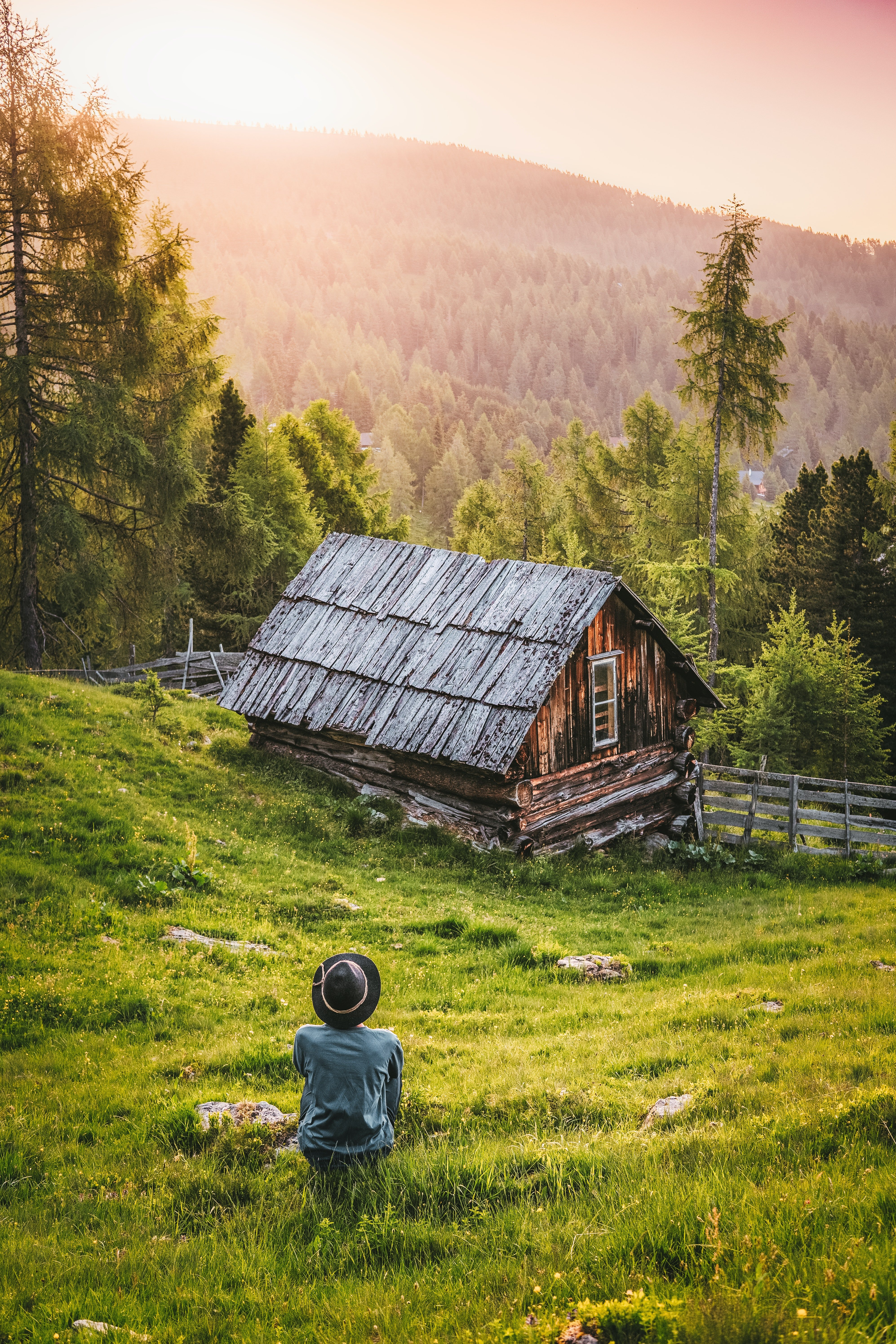 The writer moved to the countryside to dedicate more time to his writing. | Photo: Pexels