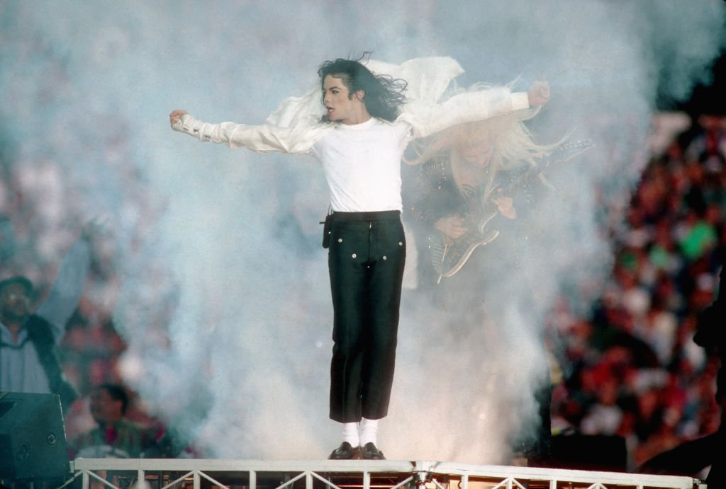 Michael Jackson performs at the Super Bowl XXVII Halftime show at the Rose Bowl on January 31, 1993 in Pasadena, California. | Source: Getty Images
