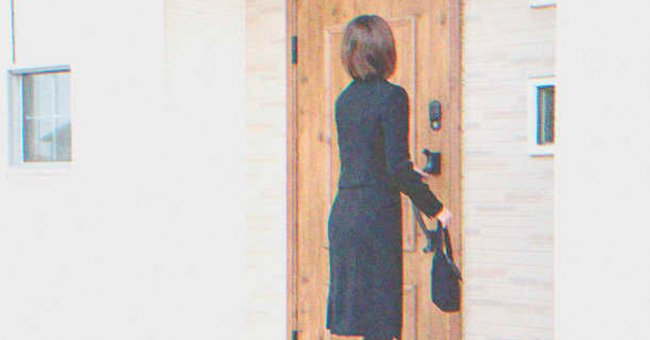 Andrew's mother showed up at Barbara's door telling her to get rid of the pregnancy | Source: Shutterstock
