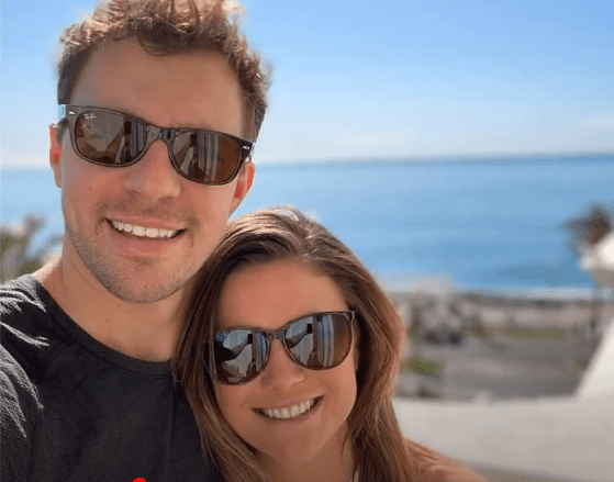 Photo of Malia White and Tom Checketts posing for a selfie together | Photo: Youtube/ Breaking News 247