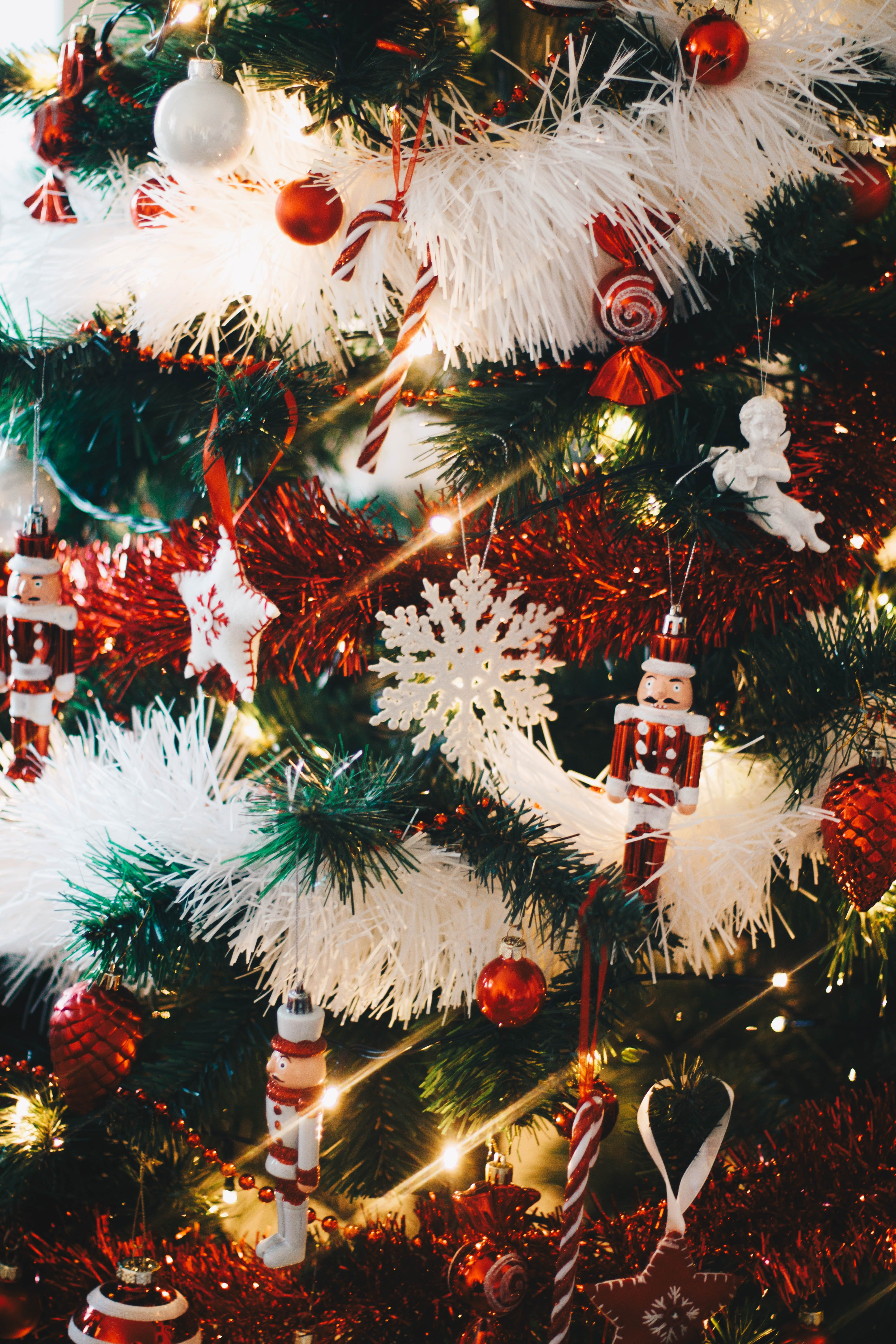 A close up view of decorations on a Christmas tree. | Source: Pexels.