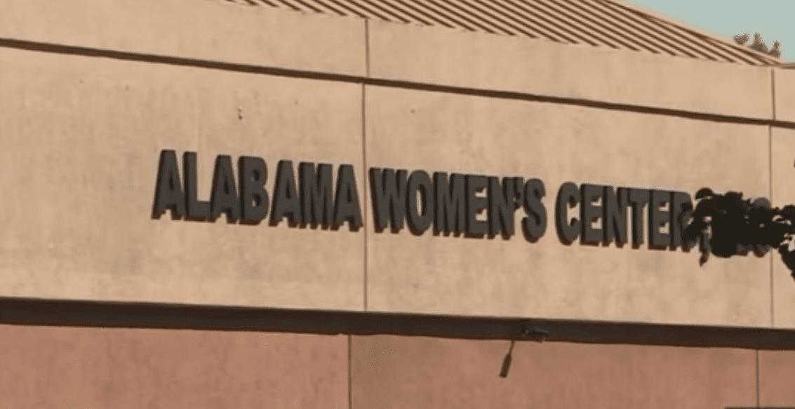 Centro de Mujeres para Alternativas Reproductivas de Alabama. Fuente: YouTube / Daily Mail