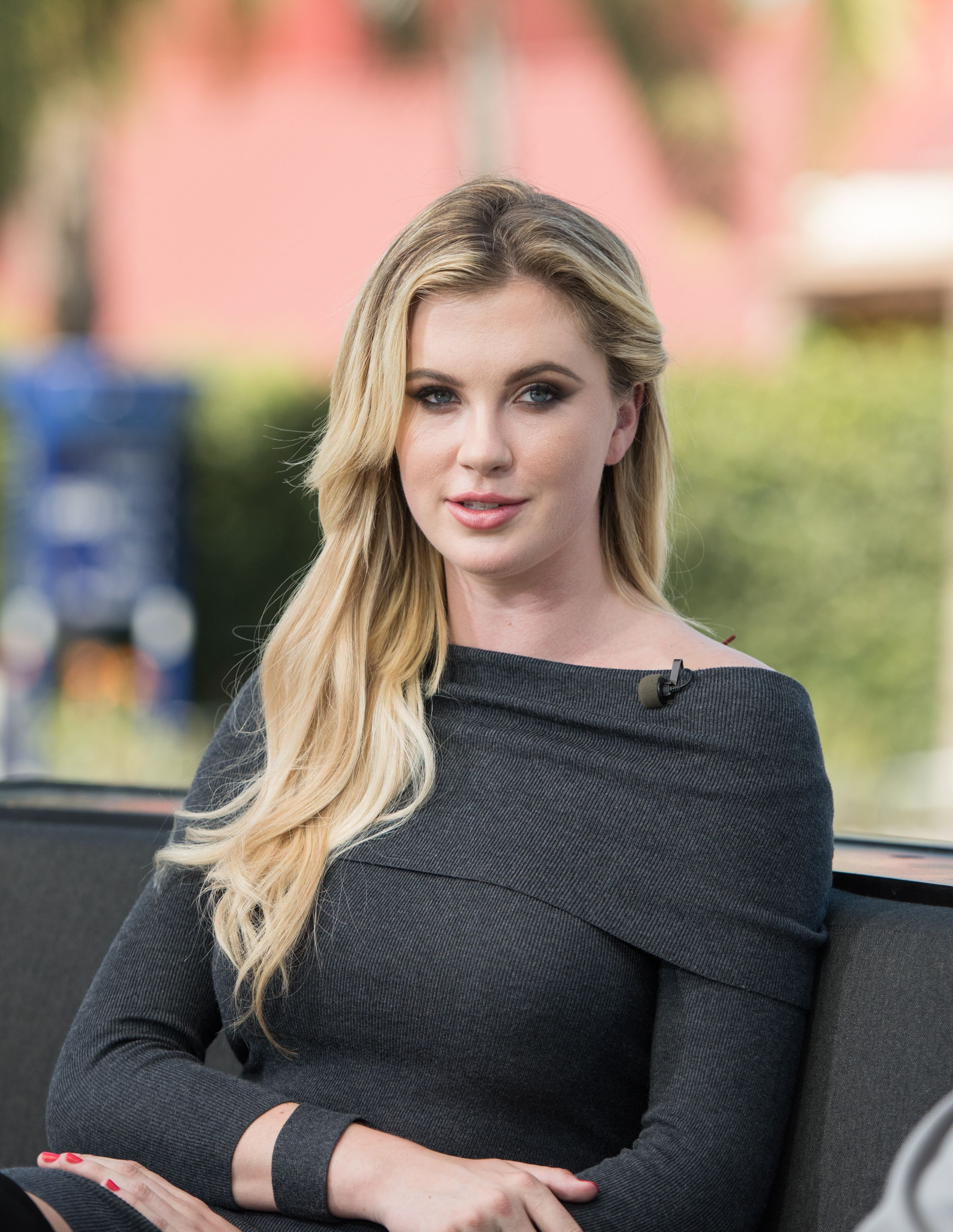 """Ireland Baldwin visits """"Extra"""" at Universal Studios Hollywood on October 17, 2017, in Universal City, California   Photo:Noel Vasquez/Getty Images"""
