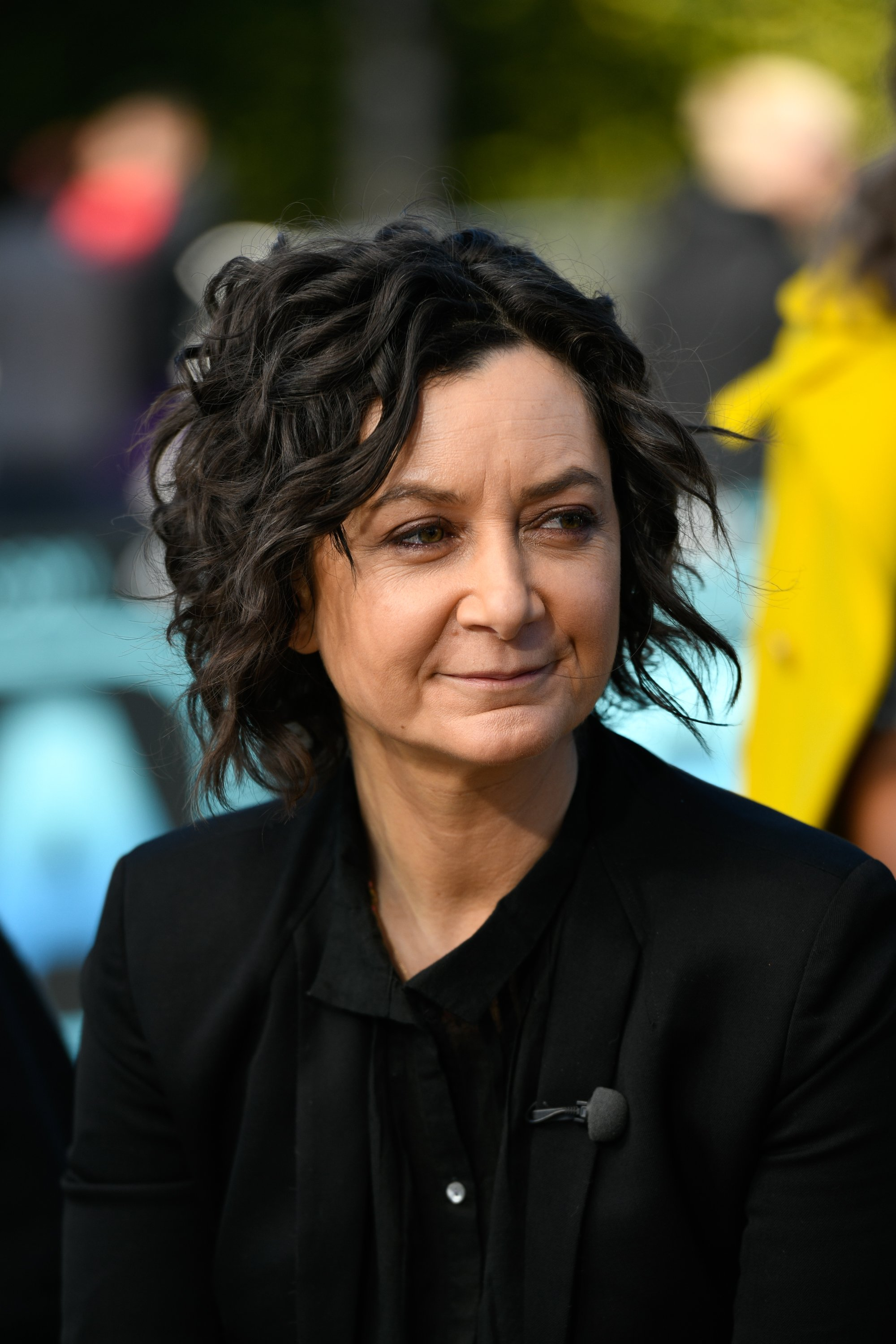 "Sara Gilbert visits ""Extra"" in Universal City, California on February 19, 2019 