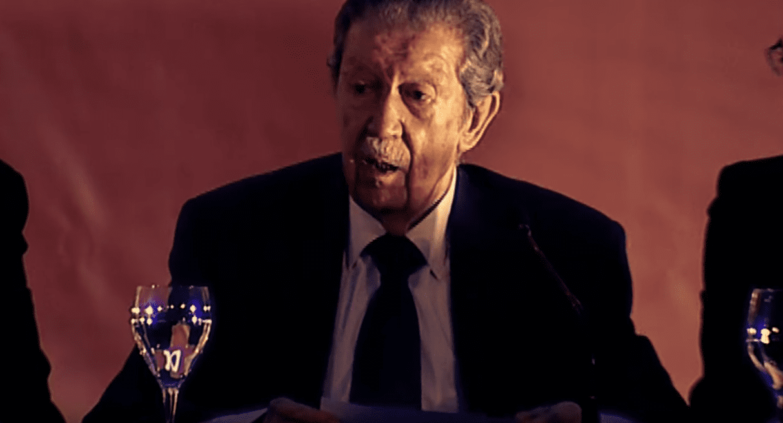 Manuel Alcántara durante un recital. | Imagen: YouTube/Manuel Alcántara