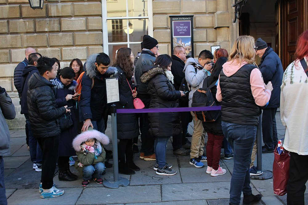 People queuing | Photo: Flickr
