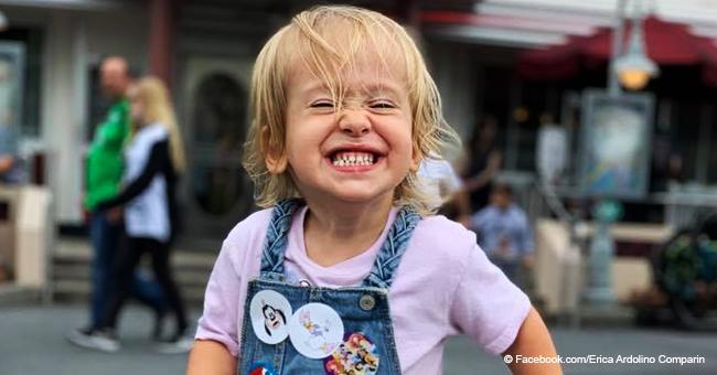 Niña de 2 años con espina bífida aprende a caminar al ritmo de la canción infantil 'Baby Shark'