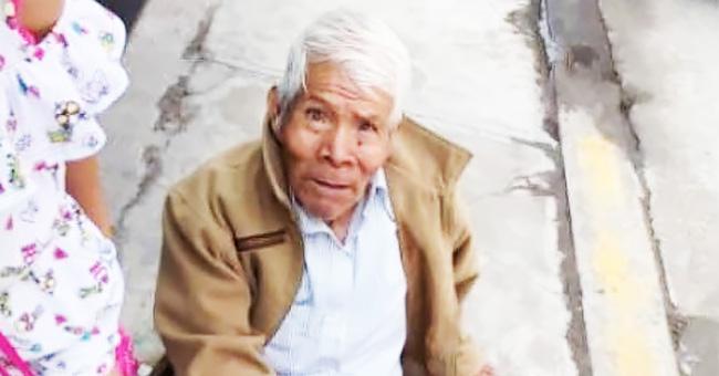 Abuelito de 79 años es abandonado con sus cosas en una calle de Puebla (video)