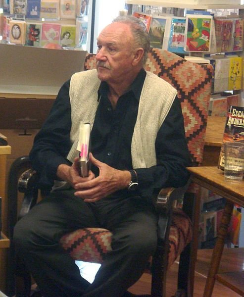 Gene Hackman at a book signing in Albuquerque 2008. | Source: Wikimedia Commons