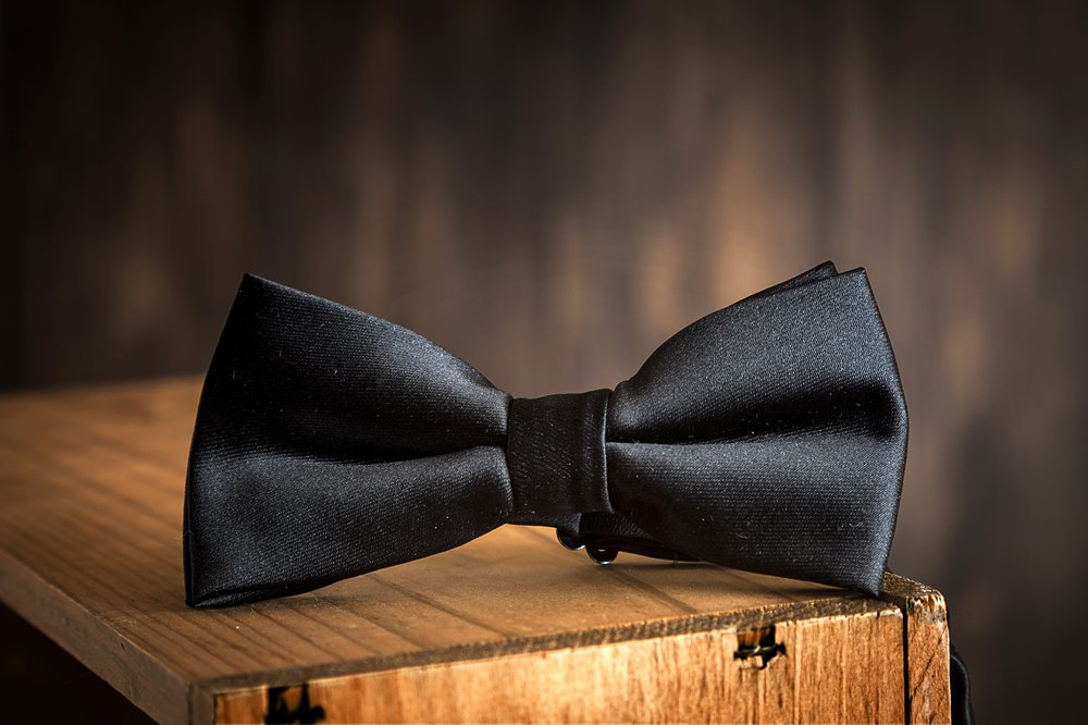 A photo of a bow tie on a table | Photo: Shutterstock