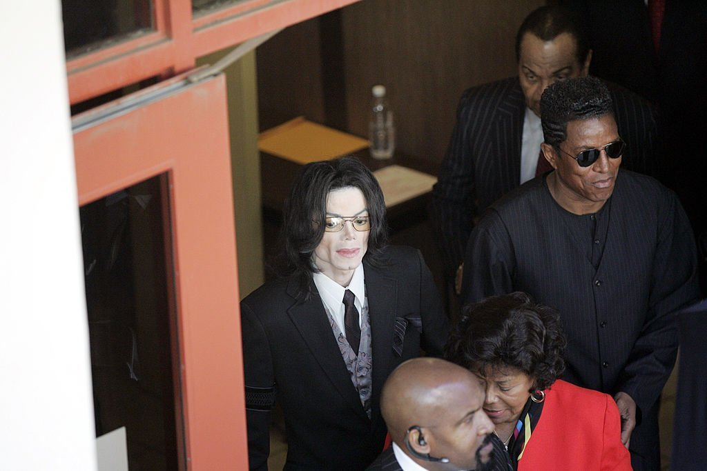 Michael, Jermaine, Katherine and Joseph Jackson depart after another day in Michael Jackson's child molestation trial at Santa Barbara County Superior Court on March 7, 2005. | Photo: GettyImages