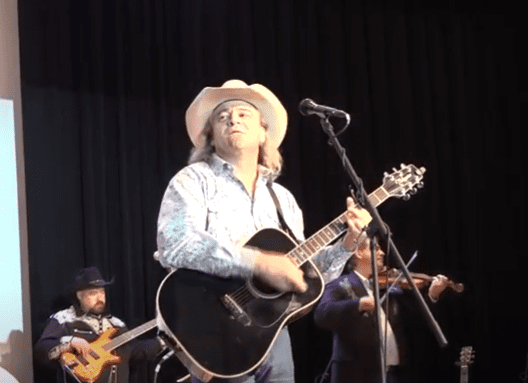 Doug Supernaw performs during the 2017 Texas Country Music Awards. | Source: YouTube/Texas County Music Association.