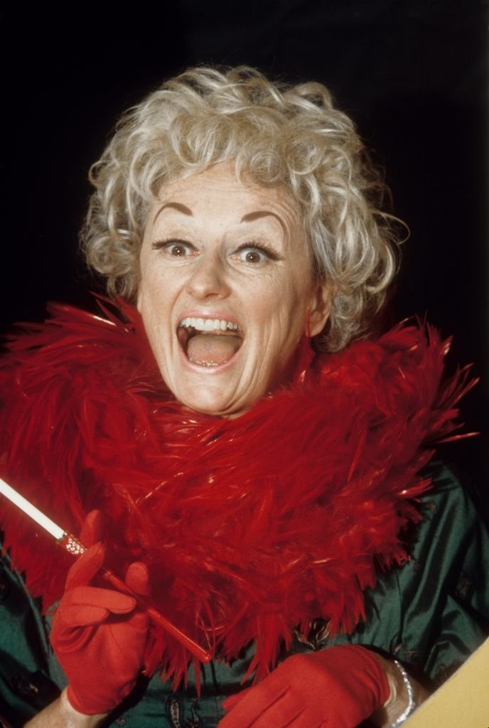 Comedienne Phyllis Diller poses for a portrait session in 1991 | Photo: Getty Images