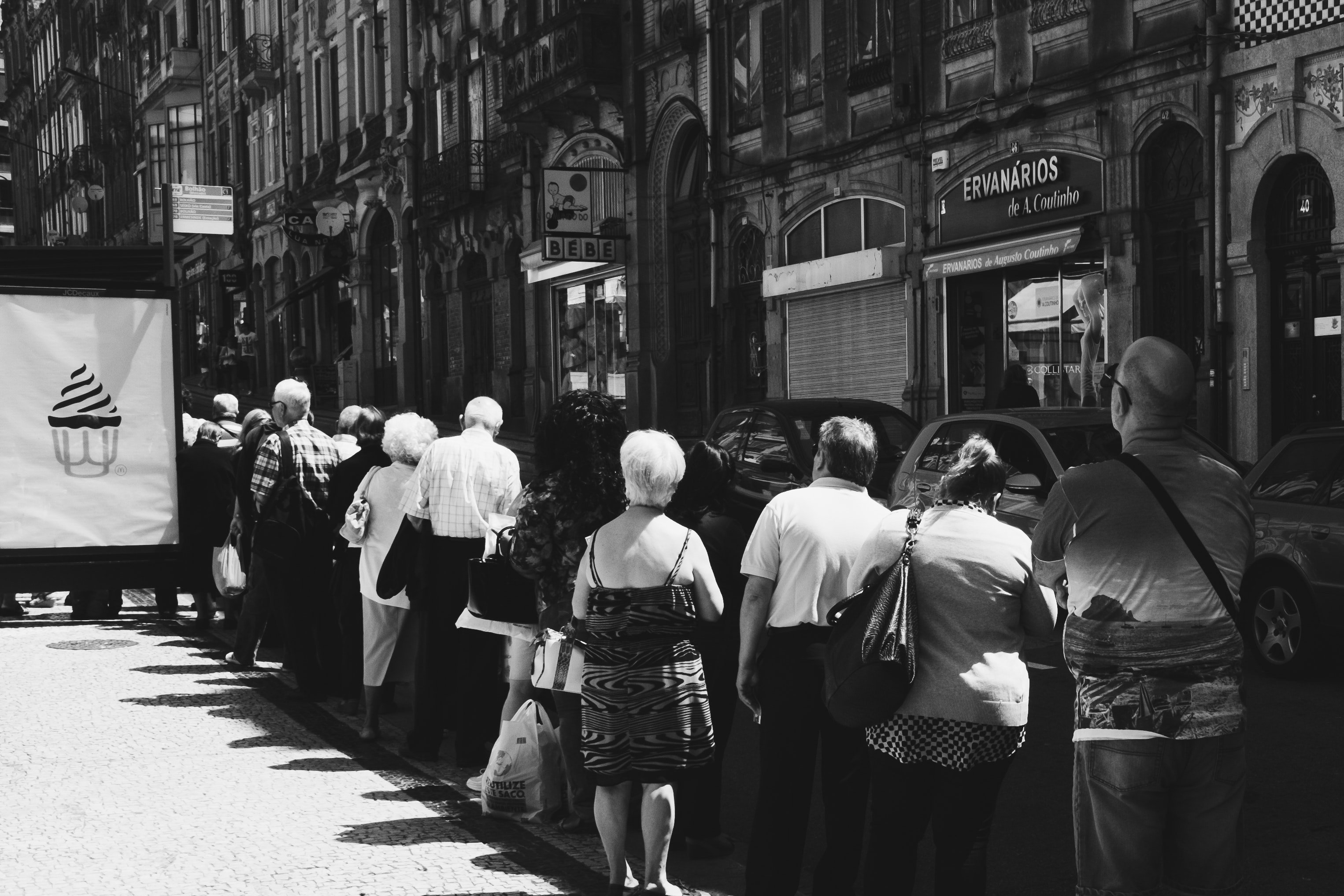 A group of people on a queue   Photo: Pexels