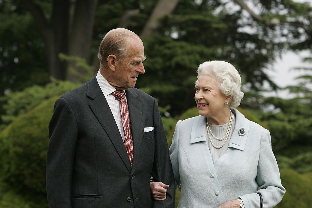 The Queen Elizabeth II and Prince Philip, The Duke of Edinburgh re-visit Broadlands, to mark their Diamond Wedding Anniversary on November 20. | Source: Getty Images.