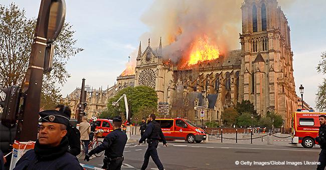 """""""On est anéantis, on prie"""" : des témoins de l'incendie de Notre-Dame submergés par cette tragédie"""