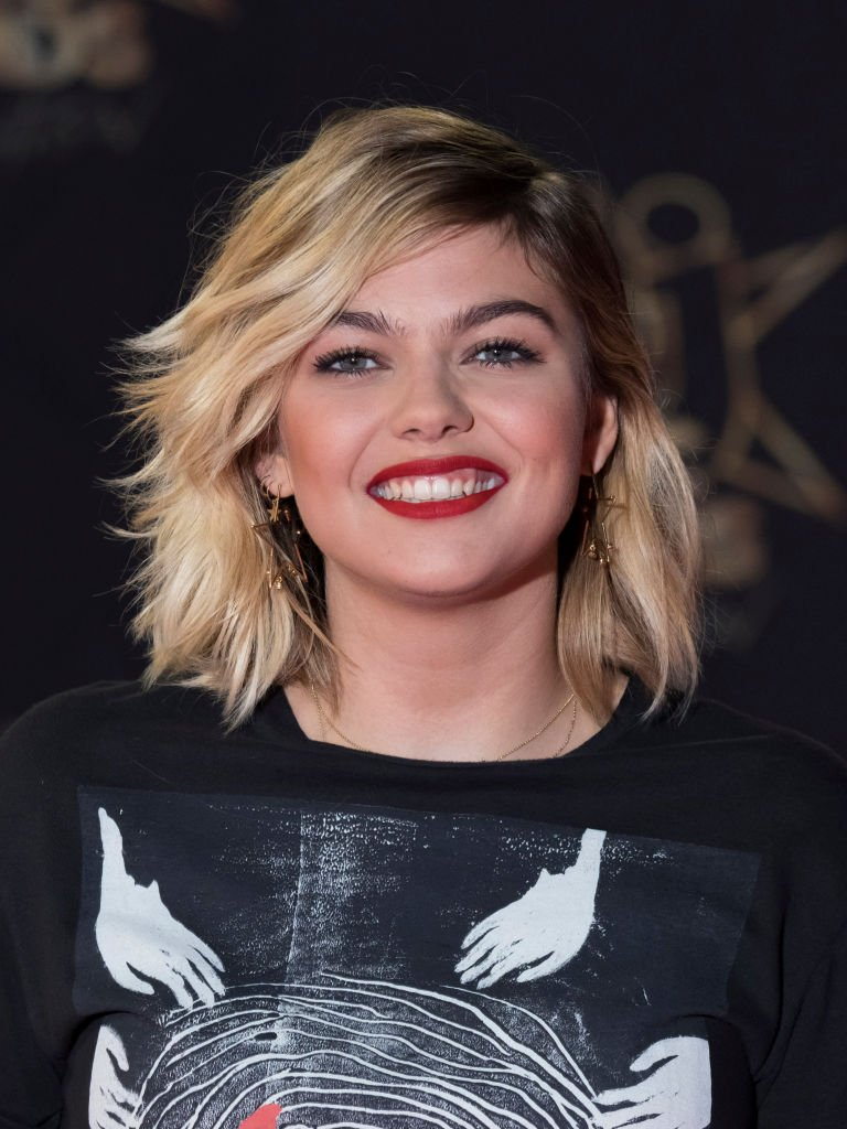 Louane Emera aux NRJ Music Awards au Palais des Festivals à Cannes, le 10 novembre 2018. Photo : Getty Images