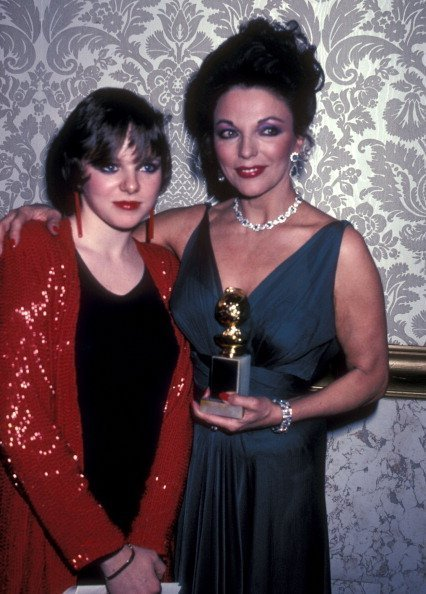Actress Joan Collins and daughter Tara Newley attend the 40th Annual Golden Globe Awards on January 29, 1983 at Beverly Hilton Hotel in Beverly Hills, California | Photo: Getty Images