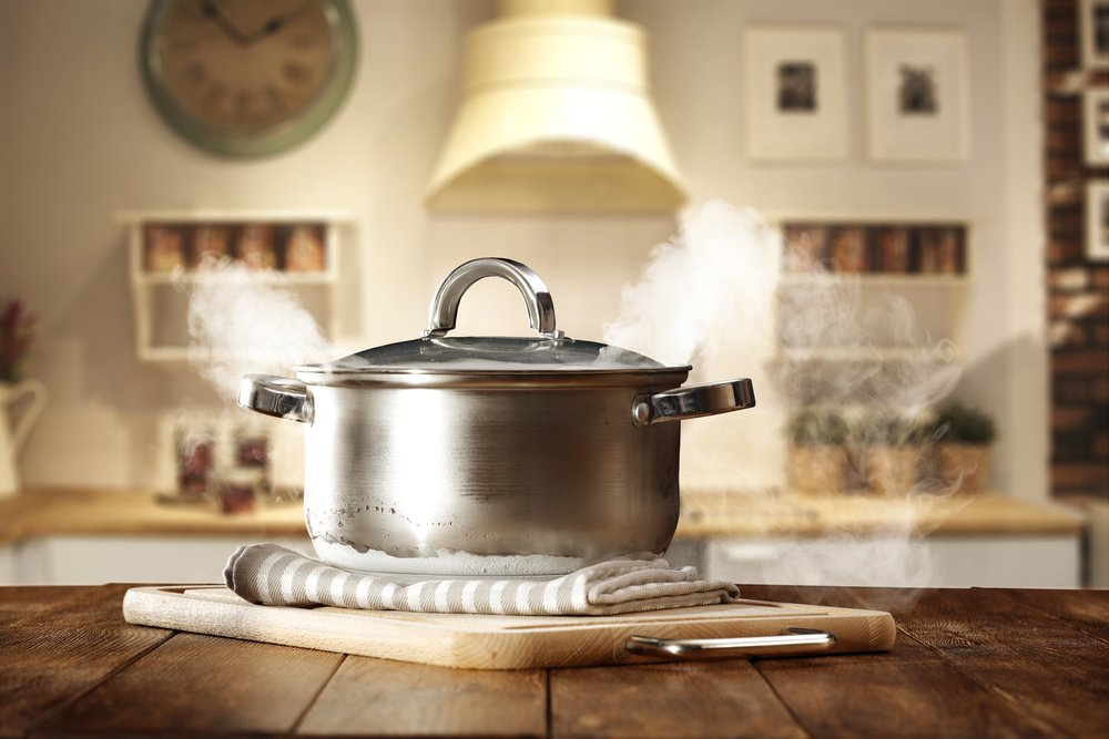 Clean pot on a kitchen counter | Photo: Shutterstock