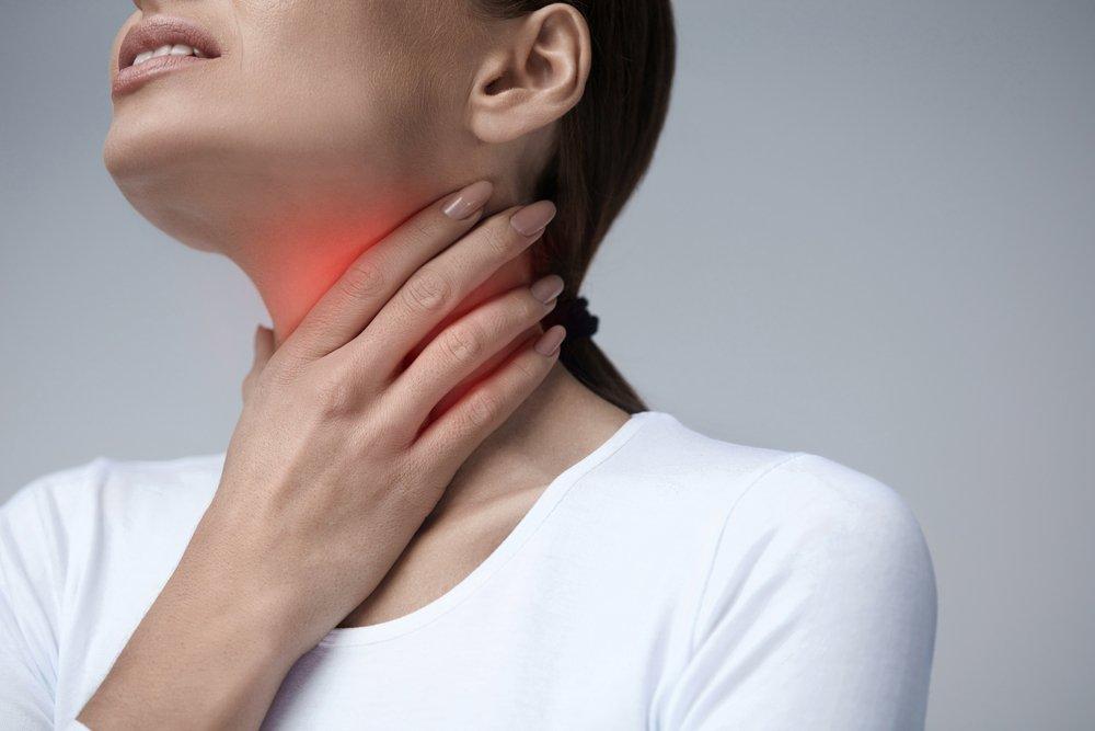 Une femme avec des problèmes de déglutition. l Source: Shutterstock