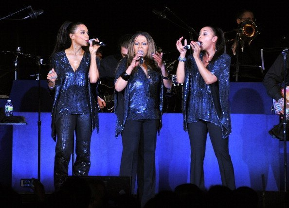 Cindy Herron, Terry Ellis and Maxine Jones  perform at the Jackie Robinson Foundation Awards Gala | Photo: Getty Images