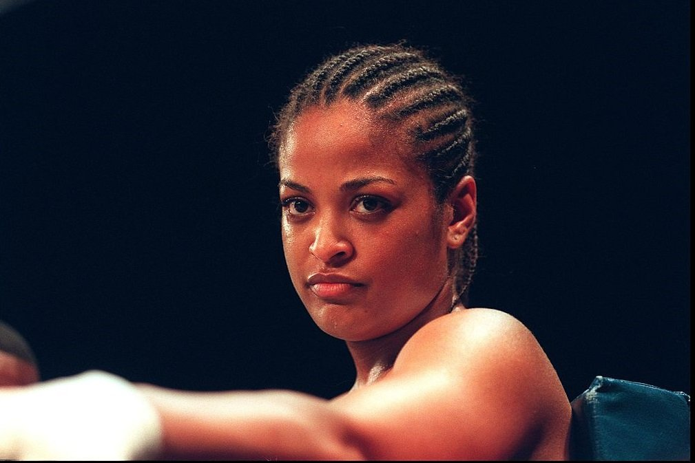 Laila Ali, daughter of former professional boxer Muhammad Ali, poses June 15, 2000 after knocking out her opponent Marjorie Jones in the first round at the Universal Amphitheater in Universal City, CA. | Photo: Getty Images