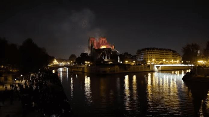 Image de  l'incendie de Notre-Dame | Photo : Youtube/CLPRESS