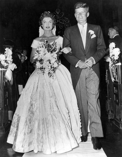 The dress featured hand painted flowers by Lowe, Kennedy Wedding, 1953. | Photo: Getty Images